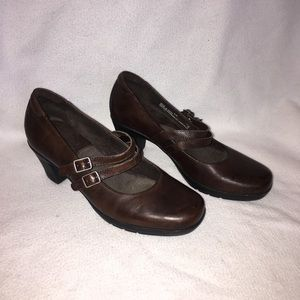 Clarks bendables 8.5M leather heels #80432